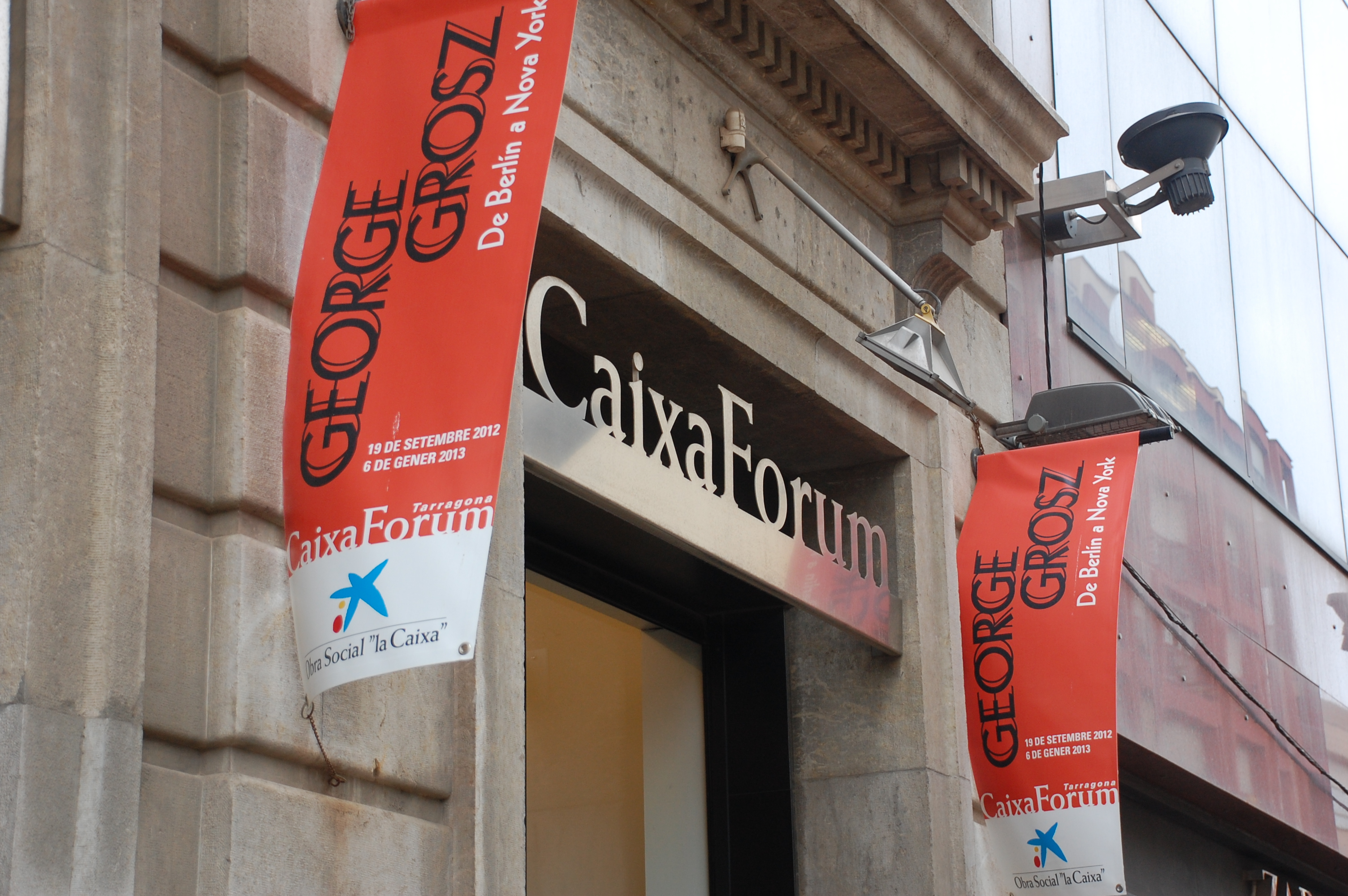 El CaixaForum Tarragona està situat al carrer Colom núm. 2