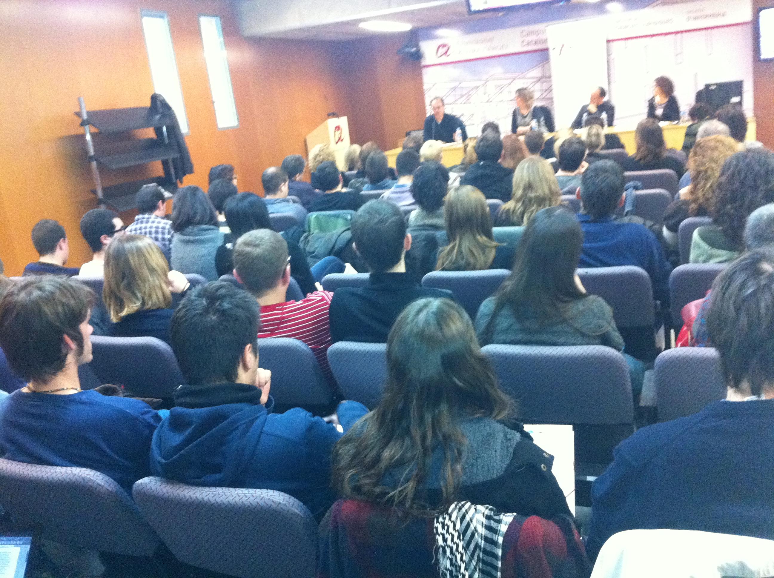 La Sala de Graus de la URV es va omplir de periodistes. (Foto: Col·legi de Periodistes)