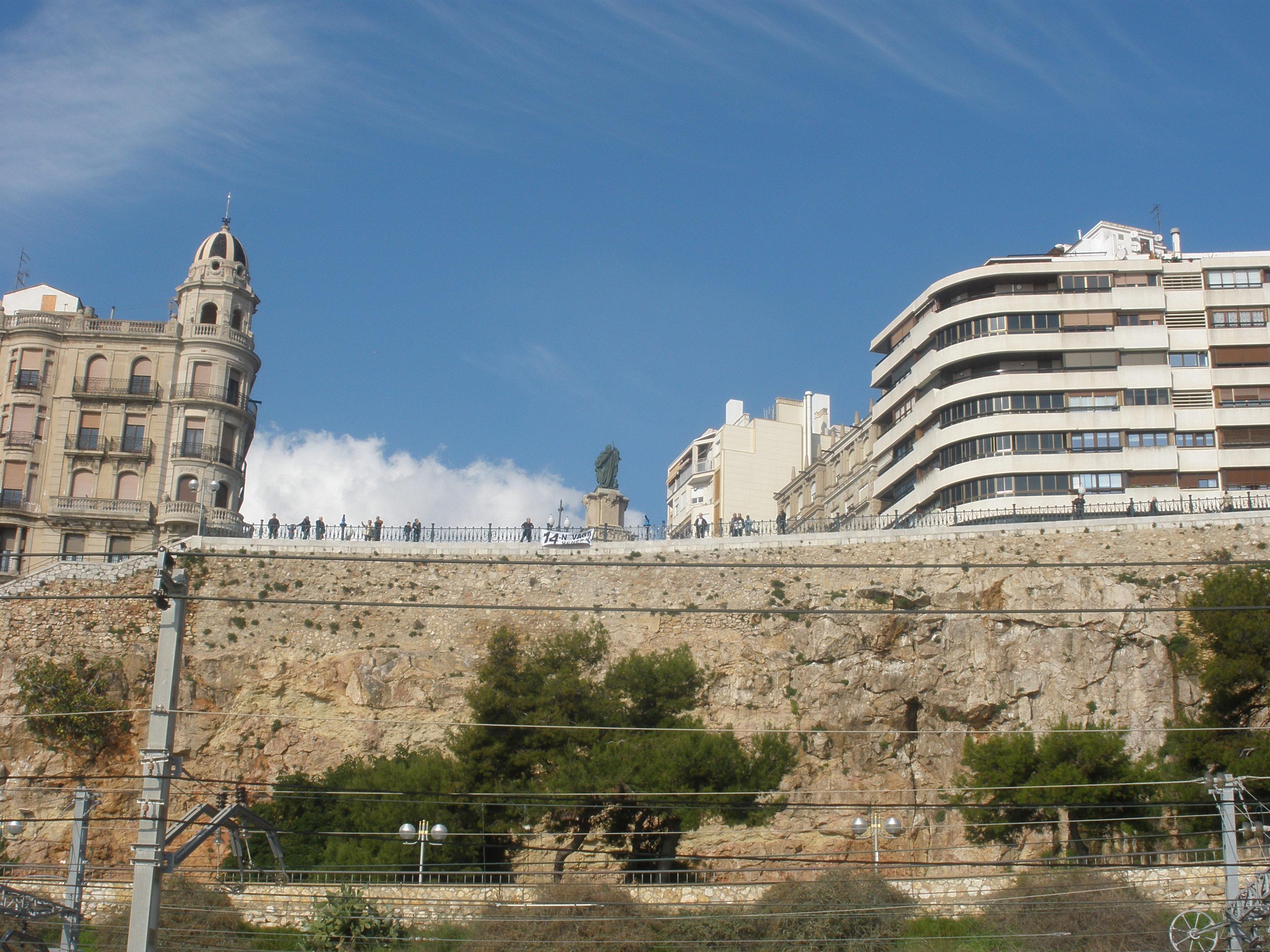 Vista del Balcó del Mediterrani, des de la platja del Miracle