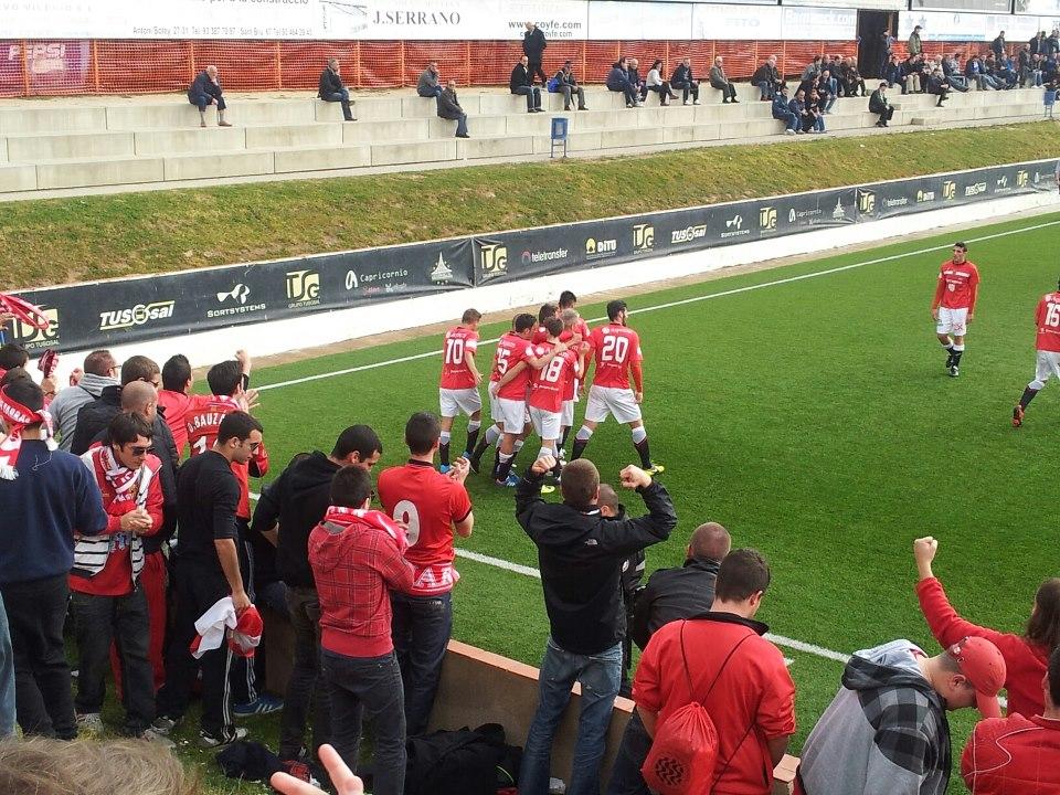 Fotografia d'Àlex Faura, un altre aficionat del Nàstic, que ha captat l'alegria de jugadors i seguidors amb un dels gols del partit
