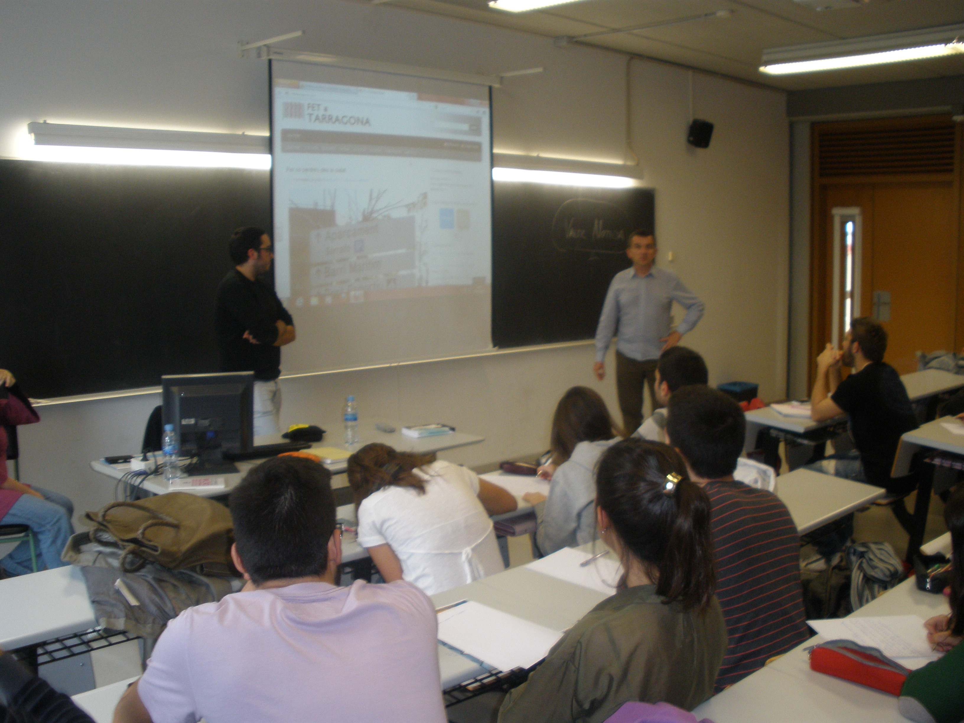 Cada curs es titulen en Periodisme entre 25 i 30 alumnes de la URV. Cal afegir-hi els que fan Comunicació Audiovisuall i Publicitat i Relacions Públiques