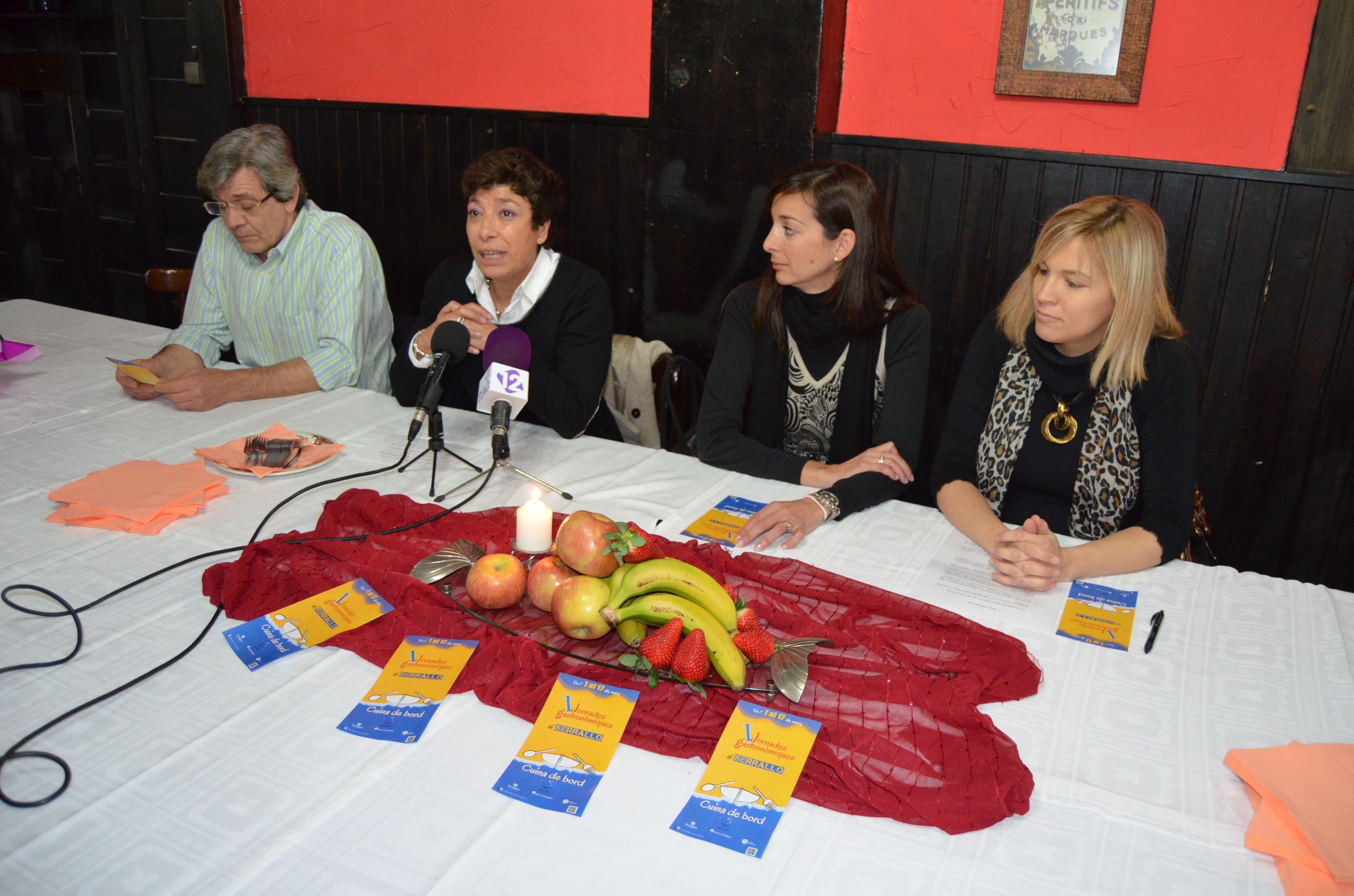 """Xavier Veciana, Virginia Morcillo, Pat Anton i Montse Adan en la presentació de les Primeres Jornades """"Cuina de bord"""" (foto: Port de Tarraogna)"""