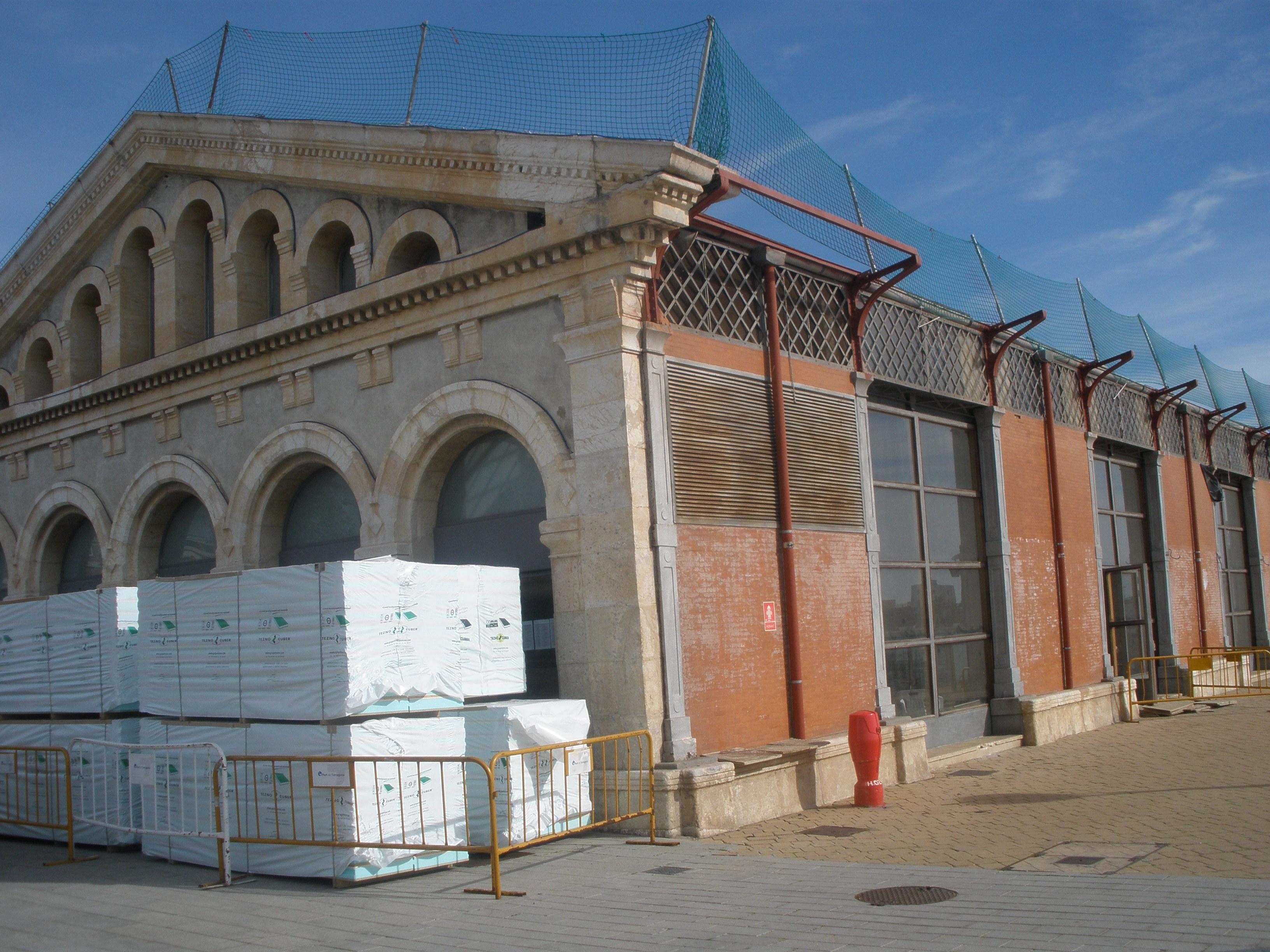 El tinglado 4 es troba en fase de profunda remodelació, a l'interior i a la teulada