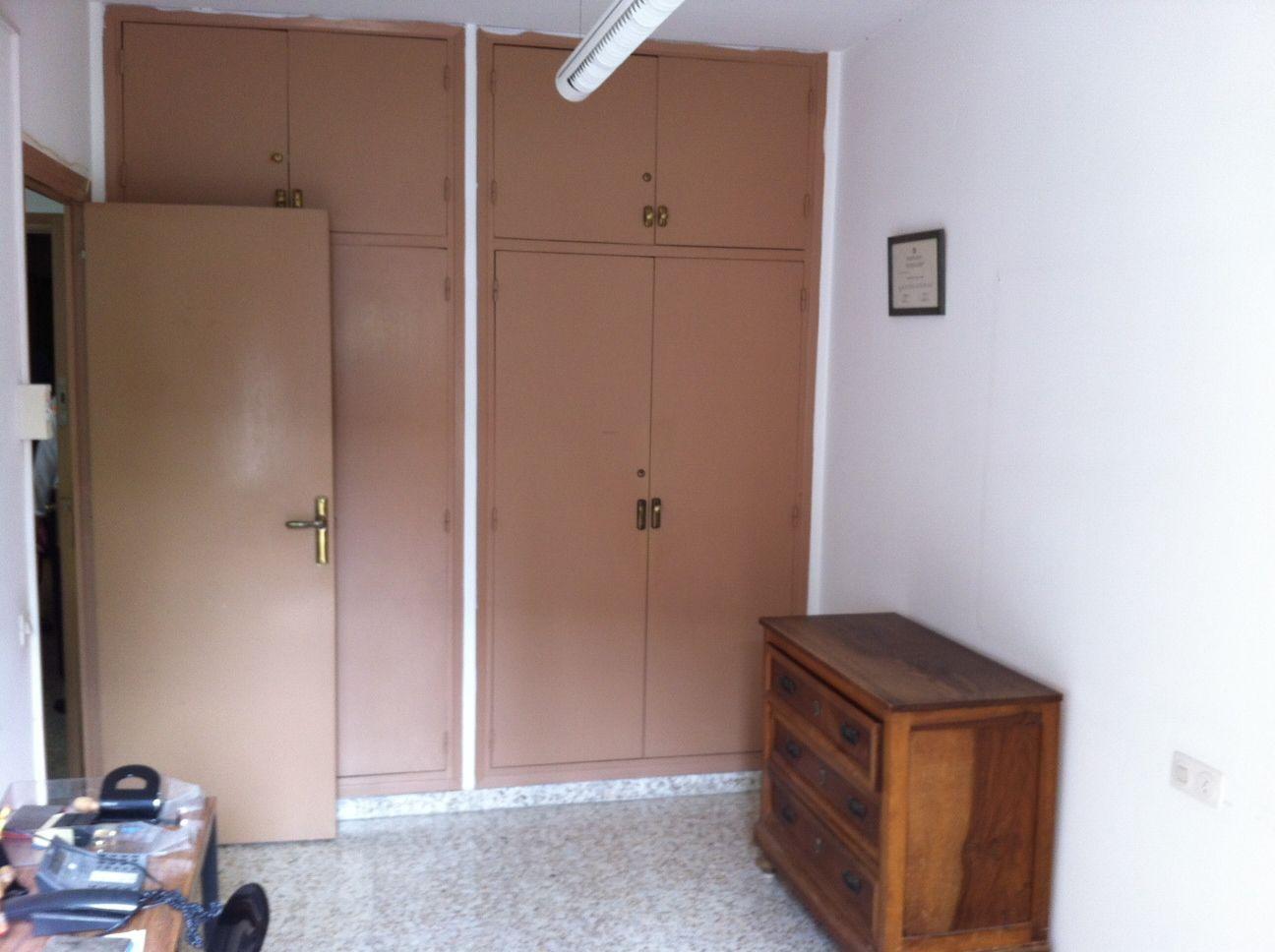 Imatge d'una de les habitacions que seran condicionades amb llits per a persones sense sostre (foto: Fundació Bonanit)