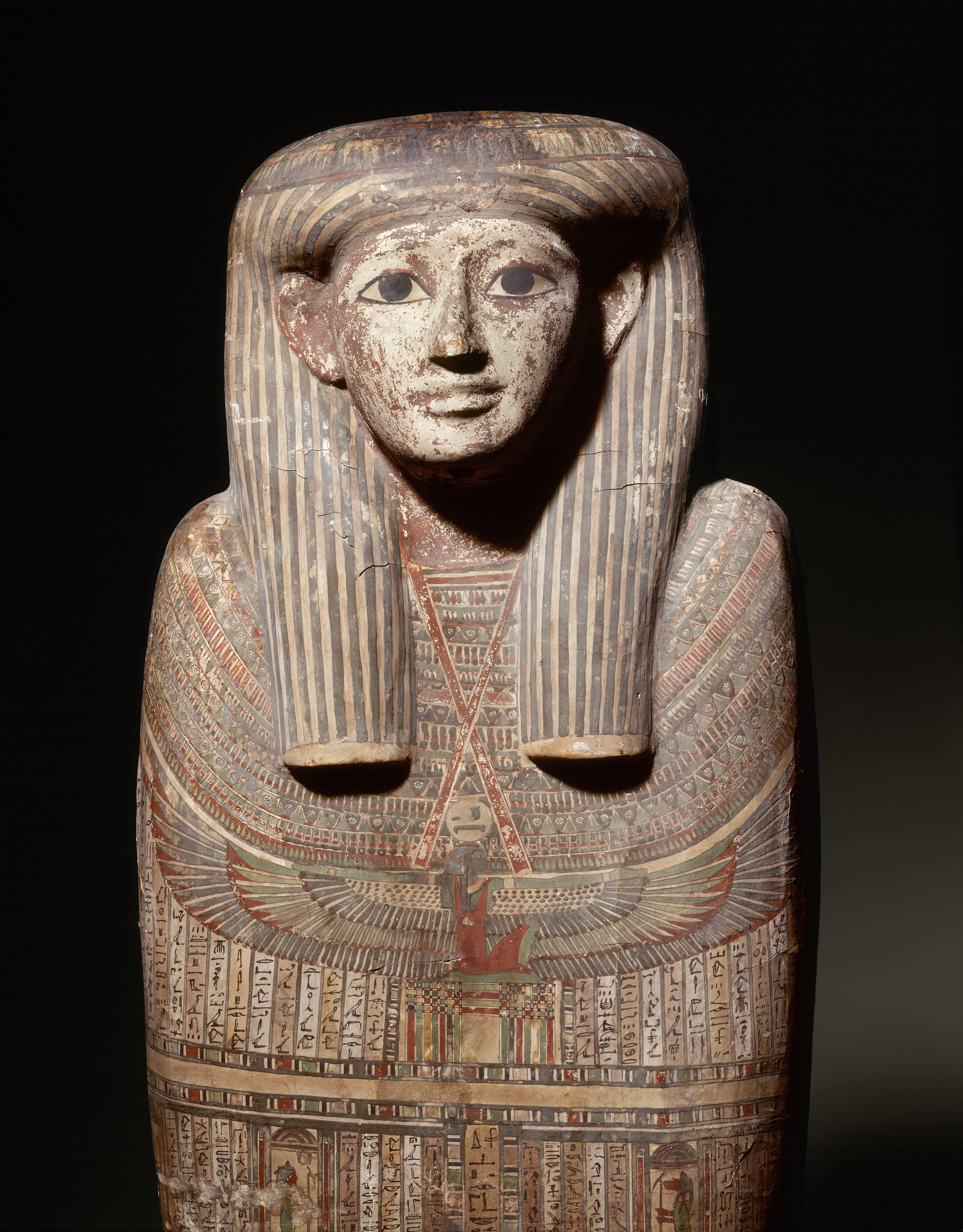 """Detall d'un sarcòfag que sforma part de la mostra """"Mòmies egípcies"""" que es pot veure fins al 18 d'agost al CaixaForum Tarragona (foto: Obra Social La Caixa)"""