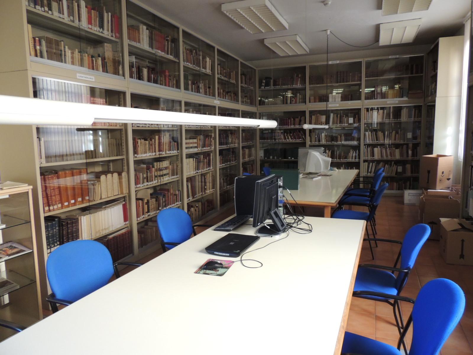 Aquesta ha estat la sala de consulta de la Biblioteca-Hemeroteca Municipal de Tarragona durant prop de 28 anys a l'Antic Ajuntament (foto: Elena Virgili)