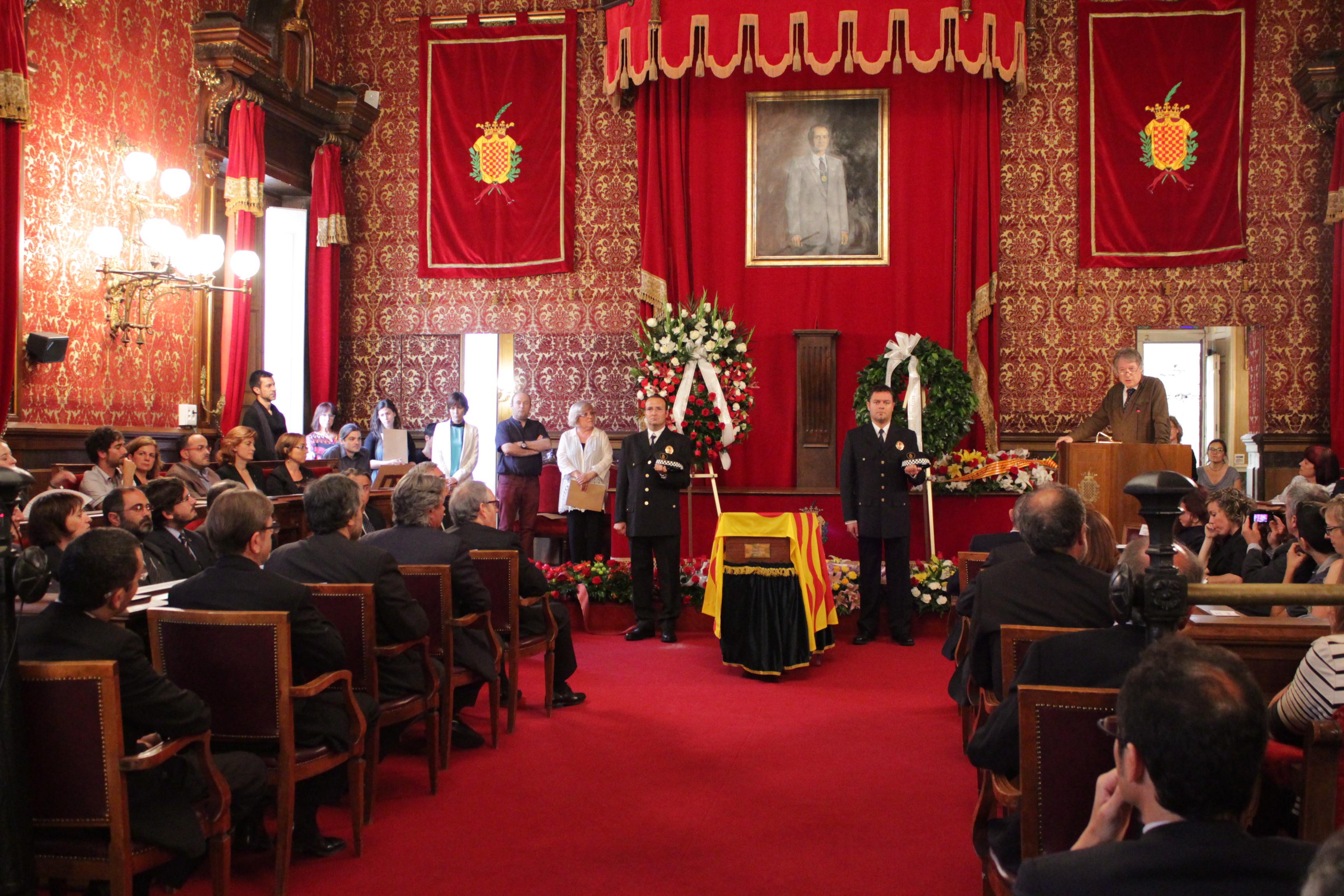 Imatge del saló de plens de l'Ajuntament de Tarragona durant l'acte de comiat a l'ex alcalde Josep Mª Recasens (foto: Mauri Fernández)