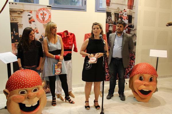 Raquel Sans durant la presentació del llibre a la Biblioteca Popular de Reus