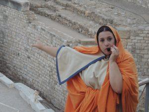 Fulvia Celera explicant-nos detalls d'un dels espais més emblemàtics de la Tàrraco romana.