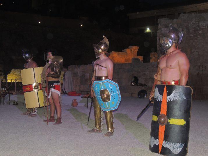 """Durant el recorregut per l'Amfiteatre, coneixem els """"cinc millors gladiadors de la província""""."""
