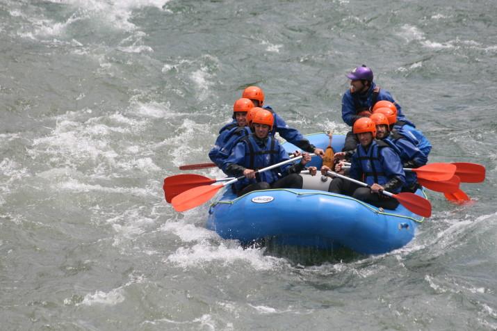 Jugadors del Nàstic practiquen el ràfting a les aigües de la Nogueresa Pallaresa
