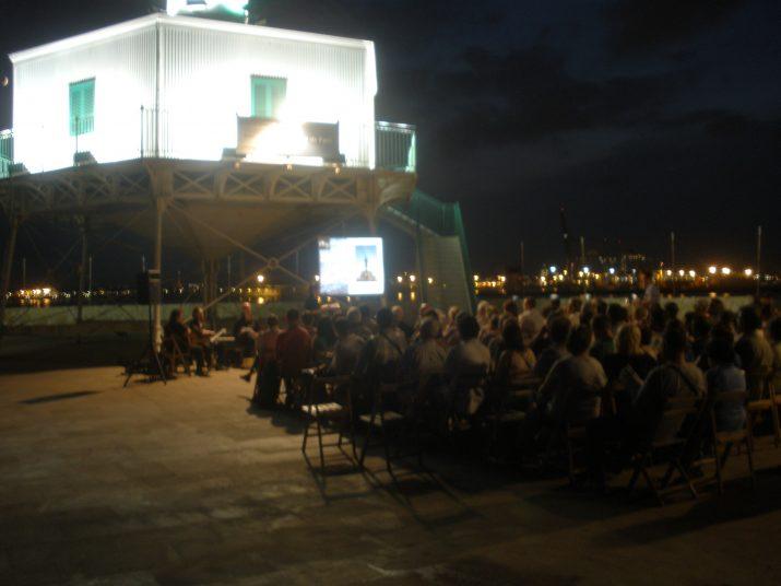 Imatge de la nit literària del Far de la Banya (foto: Ricard Lahoz)