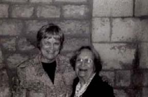 Ana Haterly i Montserrat Abelló, en una fotografia de la primera edició del cicle (Font: Institució de les Lletres Catalanes).