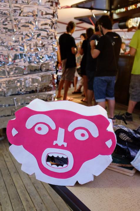 El logo de l'estudi Mènsula, amb el color magenta, a la festa del cinquè aniversari (foto: Albert Cilveti)
