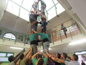 Una de les proves en un assaig dels Castellers de Sant Pere i Sant Pau