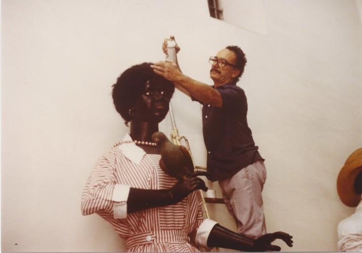 El Pepitu s'encarrega aquí del cabell de la Negrita (foto: Família Llort)