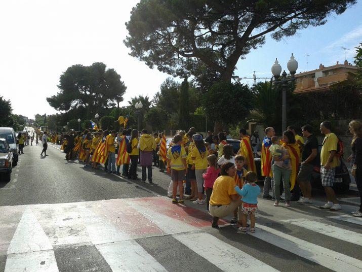 El tram 234 de la Via Augusta ple de gol a gom amb samarretes grogues i estelades (foto: M. Guillemat)