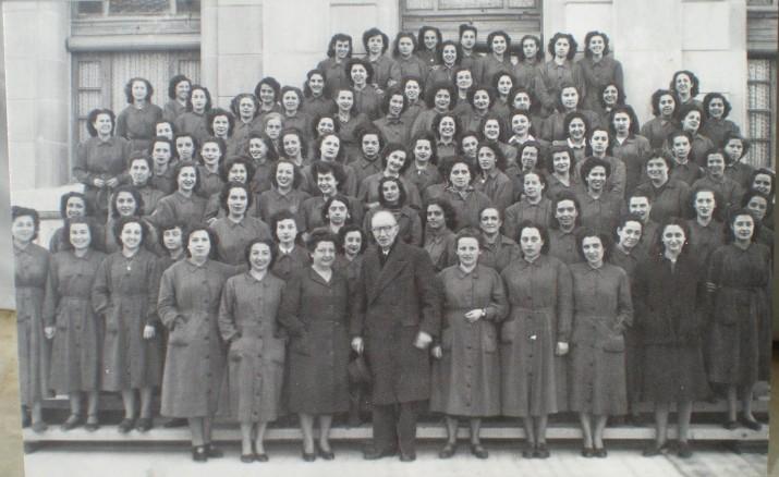 Un grup de dones treballadores de Tabacalera, l'any 1948 (foto cedida per l'associació d'amics de Tabacalera)