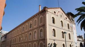 La façana principal, abans de l'actual rehabilitació.