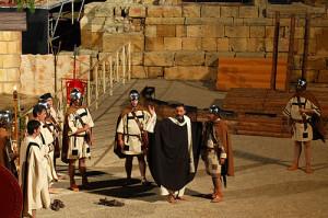 Una escena de La Passió de Sant Fructuós, en una representació realitzada a l'amfiteatre (foto: Arquebisbat Tarragona)