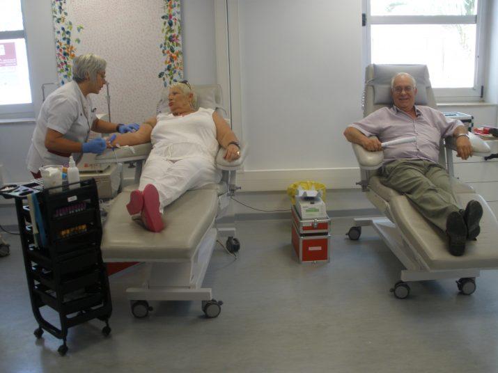 La parella formada per Maria Dolors Morales i Josep Mª Ribes són donants de sang des de fa més de 35 anys i sempre van a l'hospital Joan XXIII