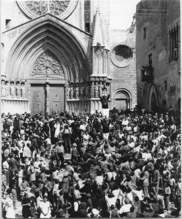 Pilar dels Xiquets de Tarragona l'any 1939. Vallvé. Centre d'Imatges de Tarragona / L'Arxiu