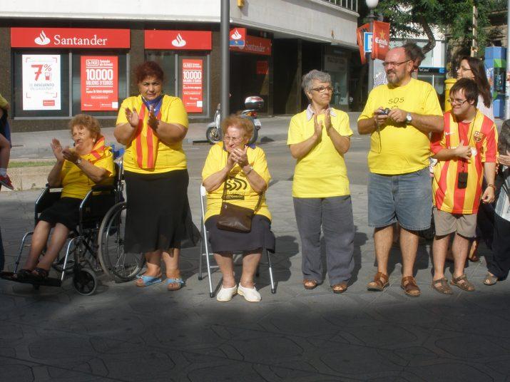 Molta gent gran de Tarragona també s'ha volgut sumar a la Via Catalana cap a la Independència