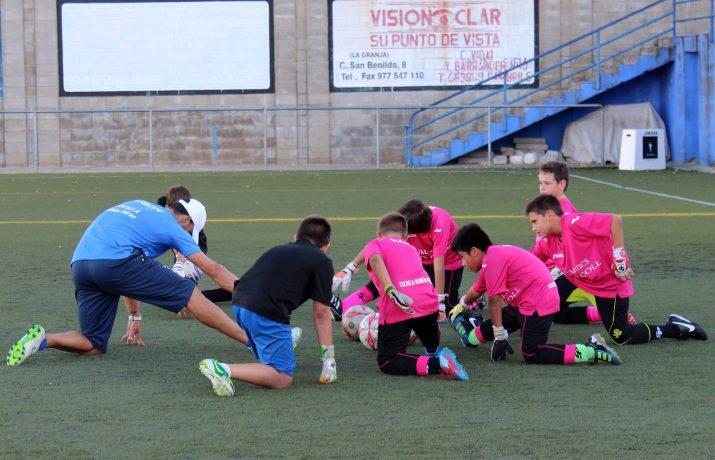 Diferents nens de l'escola de porters Rubén Pérez