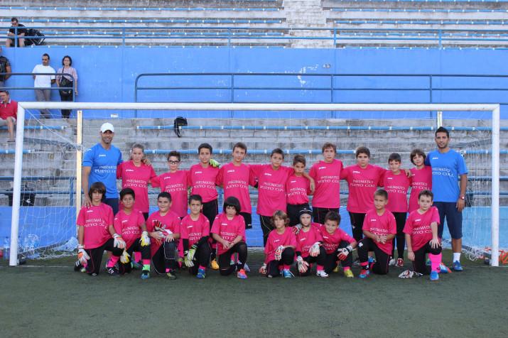 Foto de grup de l'escola Rubén Pérez el primer dia de curs amb els més petits