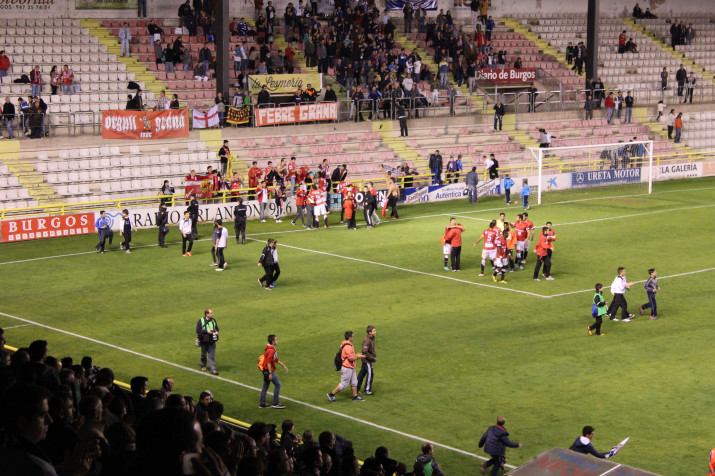 Afició i equip celebren la classificació després de guanyar per 0 a 1 al Burgos
