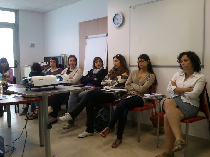 Alguns dels tècnics que van participar fa uns dies en una trobada per analitzar la situació dels serveis socials als barris de Ponent (foto: Fundació Casal Amic)