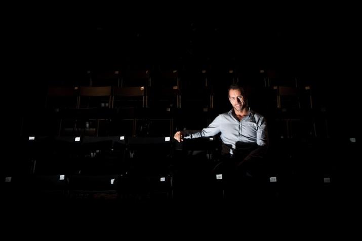 L'actor Joan Negrié a la sala de butaques de la Sala Trono (foto: David Oliete)