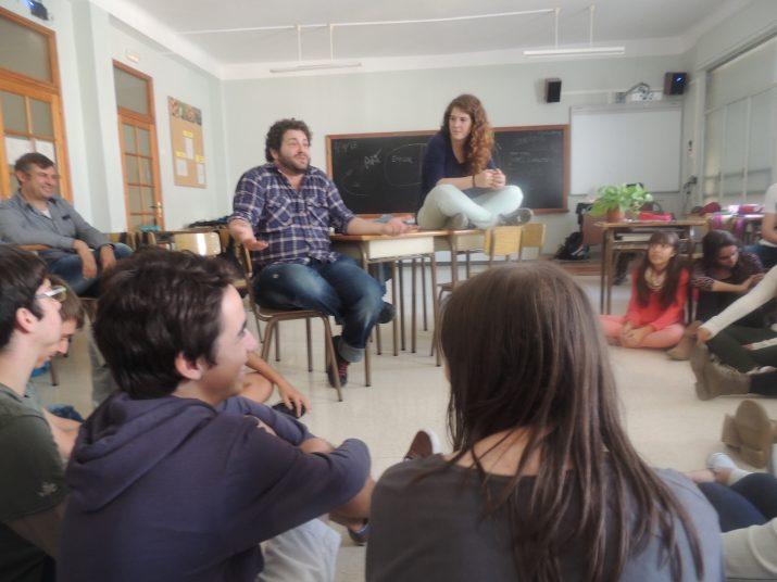 El director Marc Chornet i l'actriu Clara de Ramon després d'un dels passis que van oferir dijous a l'Escola Sagrat Cor.