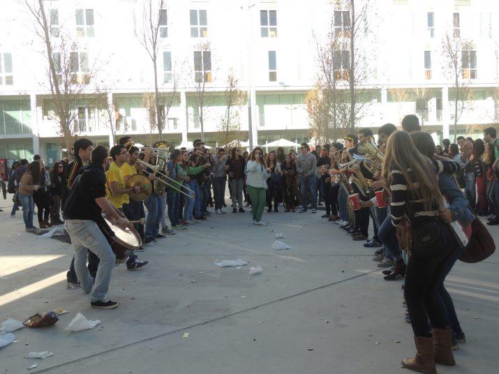 La Xaranga Tocabemolls amenitzant la Festa Major de la URV al Campus Catalunya.