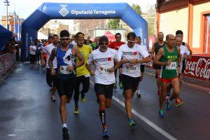 Sortida de la cursa solidària de la URV, amb un recorregut de 10 kms que es podia completar en diferents modalitats (foto: Running Solutions)