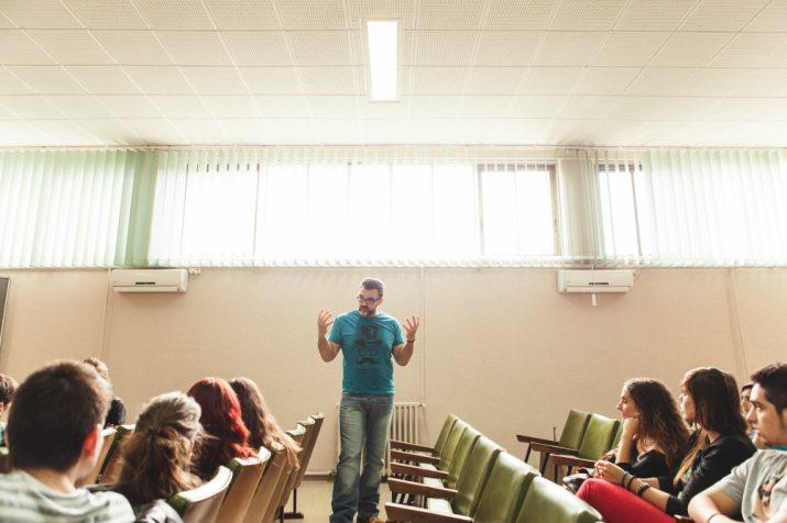Jesús Monllaó comparteix una classe amb alumnes d'Imatge i So de l'IES Pere Martell en una trobada convocada pel FET a TARRAGONA (foto: Agustí Arévalo)