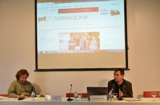 Ricard Lahoz, a la dreta, presenta FET a TARRAGONA a la Jornada de Comunicació Local. A l'esquerra, el director de Fet a Sant Feliu, Jordi Farré (foto: Marc Rius)