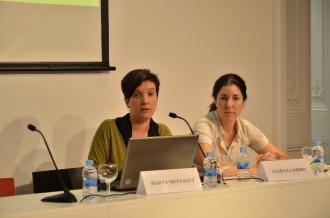 A l'esquerra, Marta Montagut, coordinadora de l'estudi de l'Observatori de la Comunicació Local. A la dreta, Lluïsa Llamero. Les dues són professores de la URV (foto: Marc Rius)