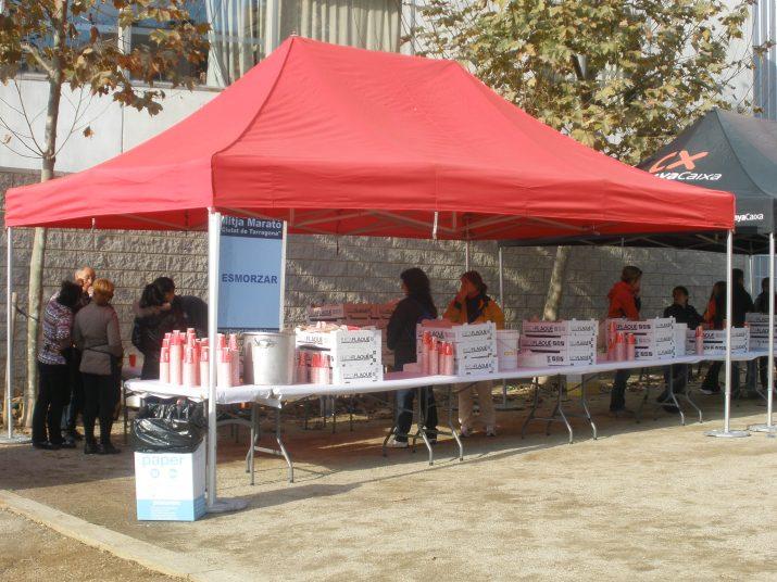 L'altra cara de la cursa: els preparatius per servir coca i xocolata calenta a 3.000 persones