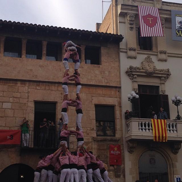 Dos de vuit amb folre dels Xiquets de Tarragona a la diada de Tots Sants, després de dos intents de cinc de nou (foto: Bego Floria)