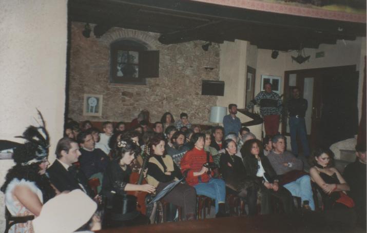 Representació teatral al Poetes l'any 1993 (foto: Galeria Cafè Poetes - MHT)