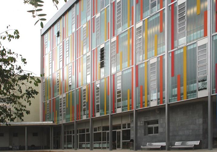 Imatge de la part reformada i ampliada de l'IES Vidal i Barraquer, on estudien més d'un miler d'alumnes