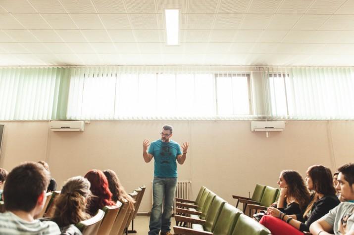 Jesús Monllaó respon les preguntes dels alumnes de l'IES Pere Martell en aquesta trobada organitzada per la revista FET a TARRAGONA (foto: Agustí Arévalo)