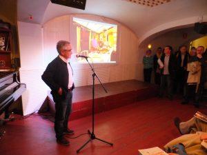 El fotògraf Rafael López Monné en un moment de la presentació del tercer número de la revista FET (foto: Josep Ardila)