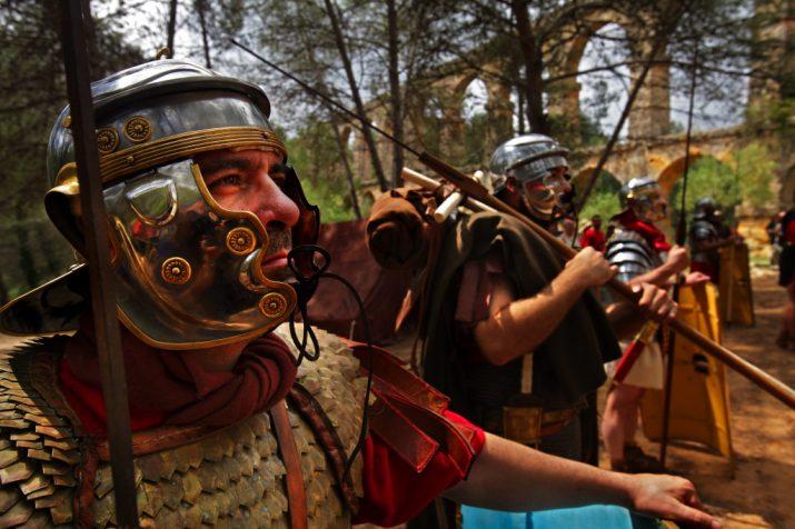Una activitat del festival Tarraco Viva al voltant del Pont del Diable (foto: Rafael López Monné)