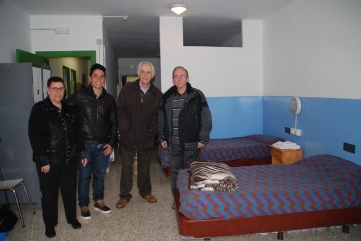 D'esquerra a dreta: Teresa Beà, voluntària de la Fundació Bonanit; Diego de la Vega, monitor de l'alberg; Antoni Coll, president de la Fundació Bonanit; Josep Maria Carreto, monitor de l'alberg