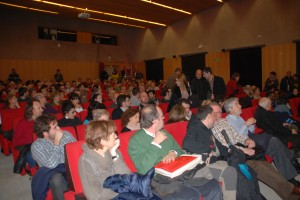 La sala d'actes de l'Antiga Audiència es va omplir per veure el documental d'Oriol Querol