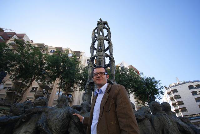 Sergi de los Ríos, al monument als castells a la Rambla Nova de Tarragona (foto: sergidelosrios.cat)