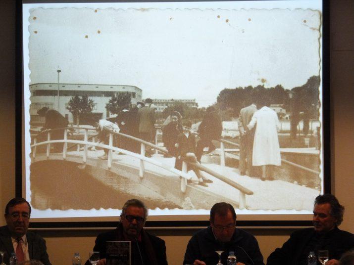 Una fotografia de 1957 a la plaça Imperial Tarraco es projecta a l'acte de presentació del tercer volum del llibre 'Homenots del sud', de Xavier Garcia