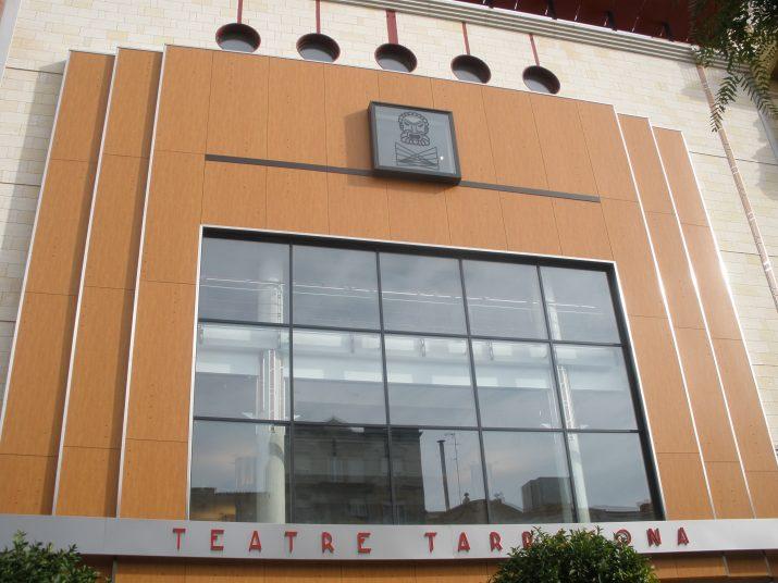 Ara fa un any que s'estrenava la primera programació del Teatre Tarragona i que es produïen els mateixos problemes per comprar les entrades que ara al portal 'Tarraco Ticket'